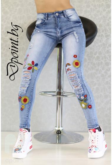 Дамски дънки с цветя Дени