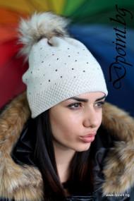 Плетена шапка с камъчета Кристин